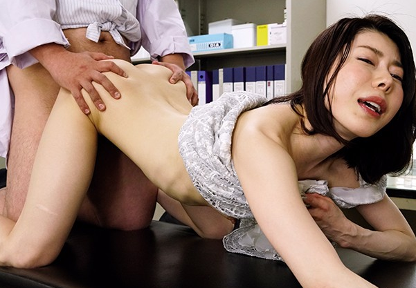 「夫がインポテンツEDで性生活が皆無です…」 夫がEDの妻が医師に相談するとそれよりも奥さんが気持ちよくなれるようにと感度が1000倍になるという薬を処方された話 キスだけでもアクメという「薬」をその場で処方された様子をごらんください