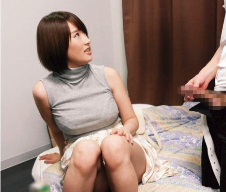 お乳強調のニットがエロい女子をヤリ部屋招待♡デカチンポロリでメスモードONにしてから…いただきマース
