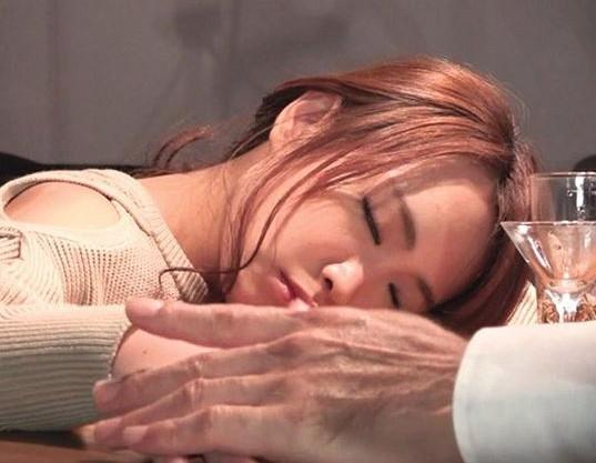 〔強姦昏睡〕ヤリサーとか作家とかリアルガチな事件も多い酩酊昏睡強姦事件♡都内バーオーナーコレクションの眠り姫達♡