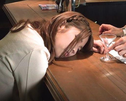 【お高め女子要注意♡】カクテルにミンザイ混入で昏睡強姦&動画撮影の鬼畜な犯罪行為 東京銀座バーオーナー盗撮動画
