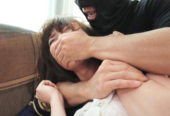 《寝取られレイプ》妻の自撮りオナニーのビデオレターに映っていたのは…強姦され泣き叫ぶ妻の姿だった♡出張中の夫…ウツ勃起w