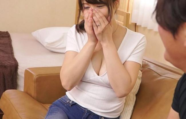 《人妻不倫》キレイなんて…嬉しい♡冷めたダンナよりギン勃ちのアツいチンポにゾッコン♡爆乳熟女が夫の留守にNTR浮気♡