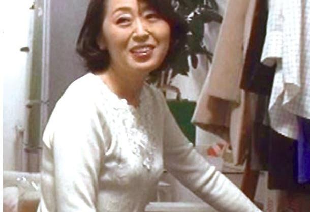 《五十路熟女》ワタシ…おばさん…だよ…♡お母さんぐらいの華奢で貧乳の完熟おばさんに迫ってセクハラしたら…SEX出来た