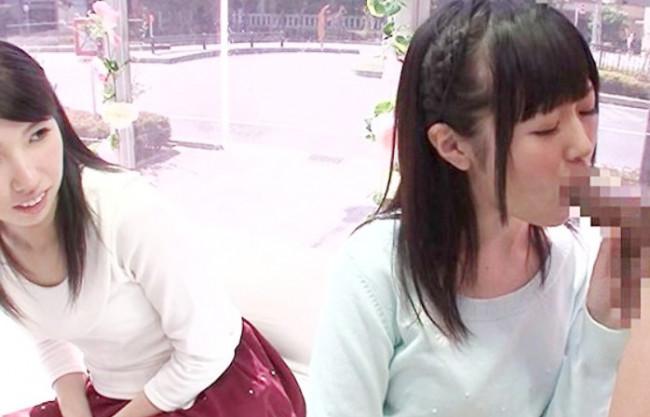 【MM号】や~ん見ないでぇ//友達の前でチンポを咥えて赤面羞恥プレイの黒髪ロングの女子大生が…発情~なし崩しの即ハメ♡