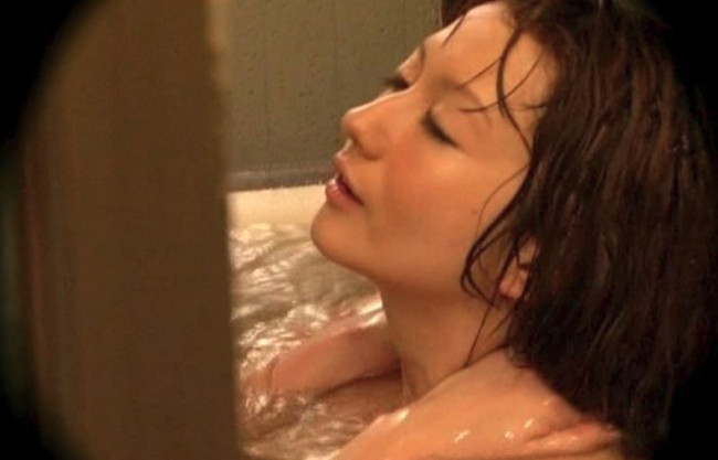 【熟女NTR】風呂上がりの洗い髪を見せつけ誘惑&視姦されたい欲求不満な巨乳人妻のおねだり…遠慮なくセクハラ即ハメしたった