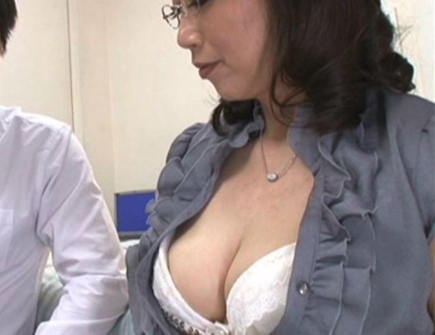 《熟女×家庭教師》おっぱい…好きなの?美乳デカ尻のボディをエサに受験生のヤル気と精子を絞り出すw人妻センセ