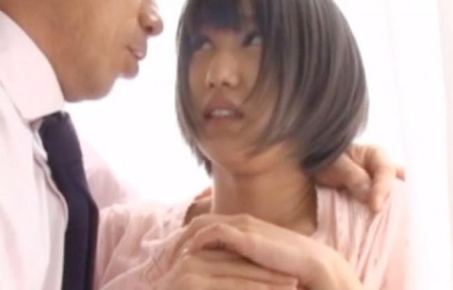 【人妻NTR】奥さん次第でダンナの待遇が決まるんだよね~♡卑劣な手段でセクハラ痴漢~寝取りの鬼畜な上司に堕ちていく若妻