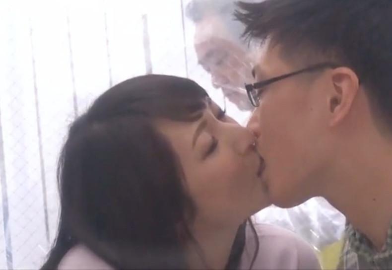 """《近親相姦》ん""""ー…ヤダこのコ…キス上手っ♡お母さんが息子の童貞筆下ろしの鬼畜なエロミッションをモニタリング♡"""
