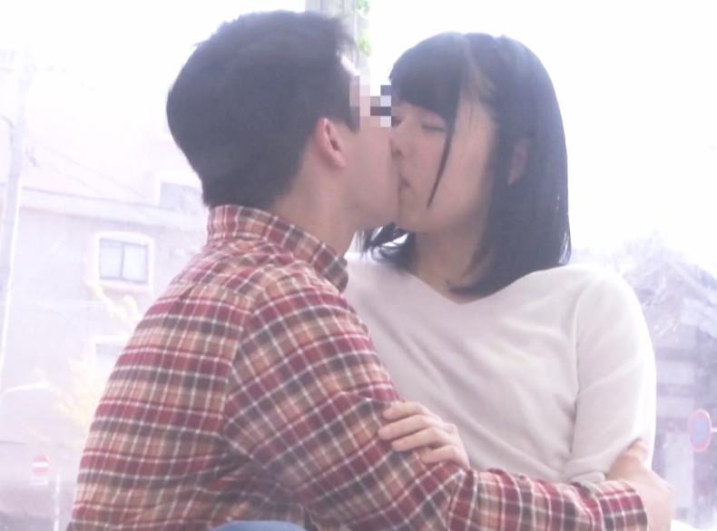 《素人ナンパ》ん~っっこんなにキスされたら…好きになっちゃう♡貧乳スレンダーのJDお姉さんが友達同士の接吻でうっとり発情