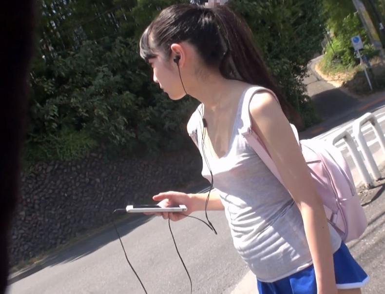 【貧乳×美少女】おっぱい無いから…ブラいらないの…♡ちっぱいノーブラ乳首ポッチな黒髪ロングの少女をダマして即ハメしたった