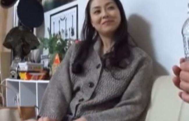 【人妻ナンパ企画】もぉっ♡おばさんをどーするつもりぃ♡イケメンにメロメロなご無沙汰人妻が乙女回帰でNTR生ハメ中出し♡