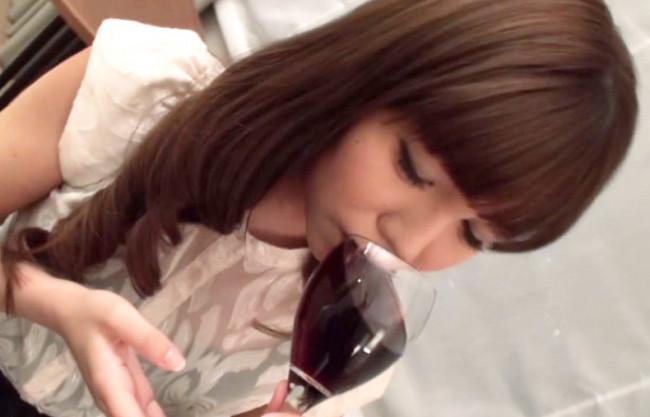《人妻不倫》酔うと…シタくなるよね♡ワインをごっくんする顔がフェラと同じ♡飲酒&泥酔でカンタンNTR即ハメの浮気主婦