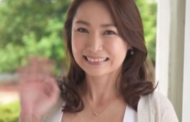 《四十路熟女》もっと…求められたい…♡性欲絶倫の淫乱マダムがカメラの前で初脱ぎ♡垂れ乳エロ乳輪の人妻がデカチンでNTR
