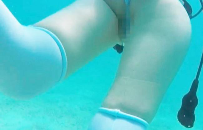 マリンブルーの綺麗な海で…爆乳おっぱいのお姉さんと野外露出&船上ファック♡マンチラがスゲェ透け水着でヌード同然の水中映像